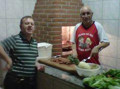 Benino e Pastor Carlos, minha primeira noite em Marília, e eles estavam me alimentando já! Amém! kkkkk