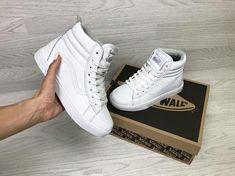"""ca9203b8 CoolCat on Instagram: """"❄ ☃️Зимние женские кроссовки ☃ ❄ Размеры 36-41🙀  Разные расцветки 🔜🔜🔜🔜 🔜 материал : прес.кожа искусственный мех 🔸Цена  ..."""