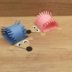 Best 9 Welcome fall with this adorable and simple hedgehog paper craft. This is a cool little project that can be done with the kids in the classroom or as an after school project. Fall Crafts For Toddlers, Animal Crafts For Kids, Halloween Crafts For Kids, Toddler Crafts, Art For Kids, Preschool Crafts, Fun Crafts, Paper Crafts, Baby Crafts