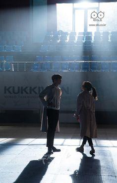[PD노트] 심장이 아찔한 진자운동을 계속하였다, 티저 떡밥이었다. (ft. 티저 공개) : 네이버 포스트 Suspicious Partner Kdrama, Korean Drama 2017, Korean Dramas, Ji Chan Wook, Good Morning Call, A Love So Beautiful, Weightlifting Fairy Kim Bok Joo, Romance, Drama Korea