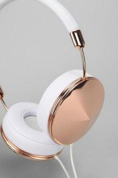 Frends Taylor Headphones in Rose Gold, Urban Outfitters Things To Buy, Girly Things, Stuff To Buy, Bling Bling, Sleek Rose Gold, White Gold, Urban Outfitters, White Headphones, Ear Headphones