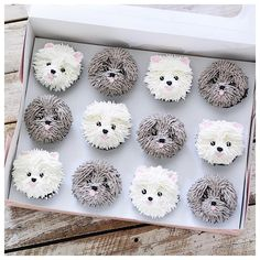 """Check out the details on these """"pupcakes""""-they are just too adorable! Check out the details on these """"pupcakes""""-they are just too adorable! Buttercream Cupcakes, Cupcake Frosting, Cupcake Cakes, Butter Cupcakes, Puppy Cupcakes, Animal Cupcakes, Kitty Cupcakes, Puppy Cake, Cupcakes Design"""