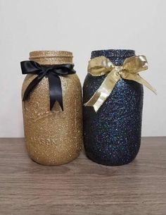 Black and Gold Party Decor, Black and Gold, Black and Gold Mason Jars, Gold and BlackParty Decor, Gold and Black Party Decorations Gold Mason Jars, Colored Mason Jars, Mason Jar Diy, Black And Gold Party Decorations, Black Gold Party, Black Gold Jewelry, Quinceanera Party, Gold Christmas, Do It Yourself Home