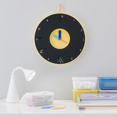 It's time to update your walls with a fun and stylish new clock. This is PLADDRA.