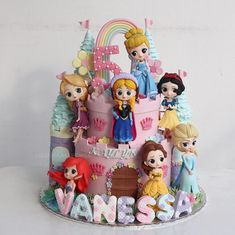 #cakes #cake #princesslk #buttercreamcake #princess #birthdaycake #cupcakes #cakeshop #bestcake #cakejakarta #kueulangtahun #kuejakarta… Torta Hello Kitty, Hello Kitty Fondant, Rapunzel Birthday Cake, Disney Princess Birthday Cakes, Princess Cupcake Toppers, Princess Cupcakes, Ladybug Cupcakes, Kitty Cupcakes, Snowman Cupcakes