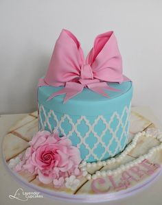 Blue gift box cake by Lavender Cupcakes made with our Moroccan Lattice Silicone Onlay