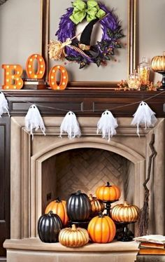 18 'Spooktacular' Halloween Ideas for Your Fireplace Mantel – Kamin Dekor Diy Halloween Home Decor, Diy Halloween Dekoration, Holidays Halloween, Halloween Crafts, Halloween Decorations, Spooky Halloween, Pumpkin Decorations, Outdoor Halloween, Halloween Foods
