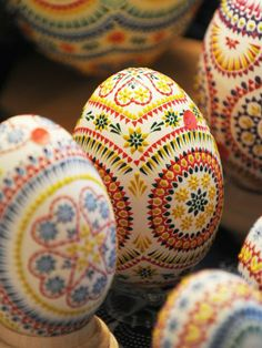 Klara and Molly made these with Klara's grandmother - pysanky eggs- traditional Ukranian/Polish egg decorating! Egg Crafts, Easter Crafts, Holiday Crafts, Arts And Crafts, Bunny Crafts, Easter Decor, Easter Ideas, Happy Easter, Easter Bunny