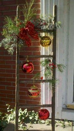 11 cool rustic christmas decoration ideas that you can make 1 – The Best DIY Outdoor Christmas Decor Noel Christmas, Christmas Projects, Winter Christmas, Christmas 2019, Vintage Christmas, Modern Christmas, Christmas Displays, Homemade Christmas, Beautiful Christmas