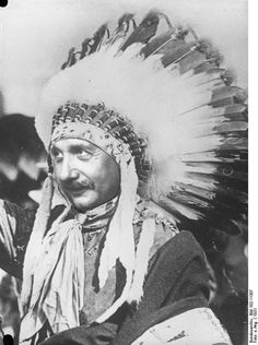 Albert Einstein visiting the Hopi Indians 1931 / Genius Hopi Indians, Nicolas Tesla, Native American Headdress, Modern Physics, Albert Einstein Quotes, Robert Einstein, Theory Of Relativity, E Mc2, Physicist