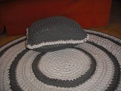 alfombra circular con almoadon