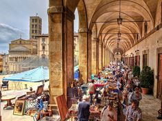Antiques fair in the Loggia of the Piazza Grande in Arezzo, Tuscany Antique Fairs, Antique Market, Paris Travel, Italy Travel, Italy Trip, Places To Travel, Places To Visit, Driving In Italy, Toscana Italia