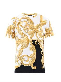 Shop Men s Versace Short sleeve t-shirts on Lyst. Track over 3566 Versace  Short sleeve t-shirts for stock and sale updates. 27c8322a06b