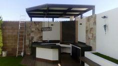 Jardines de estilo moderno por homify Outdoor Kitchen Patio, Casa Patio, Outdoor Kitchen Design, Pergola Patio, Patio Design, Backyard Patio, My Home Design, House Design, Rooftop Terrace Design