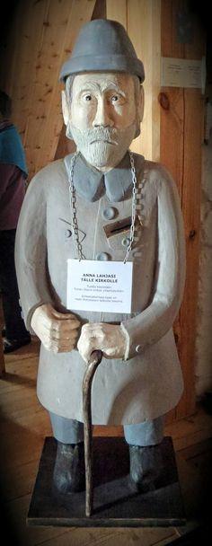 Ukko nro 91, Tyrvään Pyhän Olavin kirkko Sastamalassa 2.8.2015.  Ukon veisti äetsäläinen Matti Pohjalainen vuoden 1997 tuhopolton jälkeen uusittuun kirkkoon vuonna 2003.
