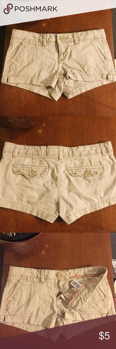 Khaki Aeropostale Stretch Shorts These aero stretch shorts are a good base piece, easily styled and worn say to say. Very comfortable, the show some wear in a few loose threads inside (none visible when worn) Aeropostale Shorts