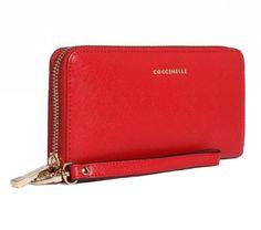http://www.amazon.it/Coccinelle-portafogli-donna-rosso/dp/B00PFYZ9RA/ref=sr_1_3?s=luggage