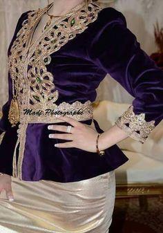 karakou algérois #algeriantraditionaldresses #Algérie #الجزائر #Algeria Arabic Dress, Church Fashion, Day Dresses, Bridal Dresses, Satin Dresses, Nice Dresses, Traditional Dresses, Kaftan, Most Beautiful Dresses