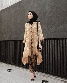 Discover recipes, home ideas, style inspiration and other ideas to try. Model Kebaya Brokat Modern, Kebaya Modern Hijab, Kebaya Hijab, Model Kebaya Muslim, Kebaya Lace, Kebaya Dress, Dress Brokat Muslim, Kebaya Simple, Kebaya Wedding