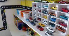 Cómo organizar los coches de juguete y decorar al mismo tiempo