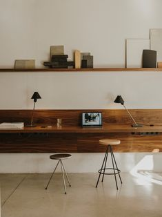 Home Office Space, Home Office Decor, Home Decor, Small Office, Home Office Table, Pub Decor, White Office, Front Office, Office Set