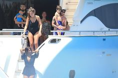Otra imagen de la salida en yate de la familia Messi-Roccuzzo. FOTO: GTRES
