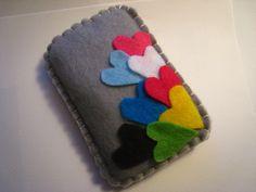 felt pouch for ipod Felt Phone Cases, Felt Case, Felt Pouch, Felt Crafts Patterns, Fabric Crafts, Sewing Crafts, Handmade Crafts, Diy And Crafts, Sac Vanessa Bruno