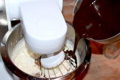 Oldemor Harriets saftige chokoladekremkake – josefinesmatgleder Kitchen Aid Mixer, Chocolate Fondue, Food And Drink, Cookies, Baking, Desserts, Biscuits, Bread Making, Patisserie