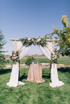 Essential OutDoor Wedding Tips - Wedding Tips 101 Wedding Set Up, Wedding Tips, Floral Wedding, Summer Wedding, Wedding Ceremony, Wedding Flowers, Dream Wedding, Outdoor Wedding Photography, Outdoor Weddings
