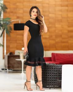 ¿Cómo combinar un vestido negro? — [ 18 Looks ] coctel Chic Outfits, Dress Outfits, Fashion Outfits, Womens Fashion, Fashion Fashion, Ruffle Dress, I Dress, Sheath Dress, Latest African Fashion Dresses