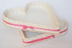 Košíky na svadobné pierka a na náramky pre družičky, bielo-cyklámenová kombinácia