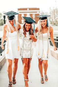 Nursing Graduation Pictures, Graduation Dress College, College Graduation Pictures, Graduation Picture Poses, Graduation Photoshoot, Grad Pics, College Fun, Graduation Ideas, Grad Pictures