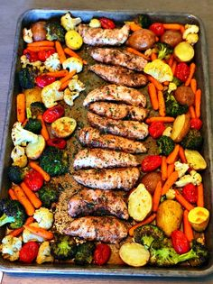 Let me introduce you to the perfect Summer meal, one pan balsamic chicken! There is hardly any prep time but tons of flavor! The added bonus is how healthy it is for your family. I have been searching and working on recipes that won't take much time but are pleasing to my family and this fits the bill. Who wants to be in a hot kitchen in the Summer? Comida Keto, Clean Eating, Healthy Eating, Yummy Chicken Recipes, Baked Chicken And Veggies, Baked Chicken Meals, Baked Balsamic Chicken, Chicken Potatoes, Cooking Recipes