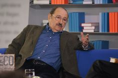 Umberto Eco, who gained international fame for his novel The Name of the Rose, passed away on Friday. Urban Stories, Umberto Eco, Medieval World, Passed Away, Book Lovers, New Books, Novels, How To Plan, Education