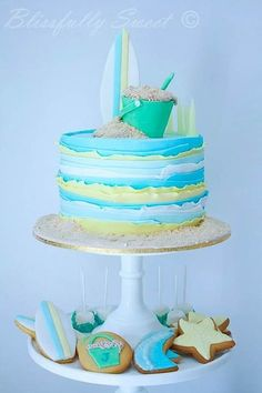 Cake Wrecks - Home - Sunday Sweets: BeachyKeen. I love the texture on this cake! Even though it's cute as a beach theme, this could work with other colors too!