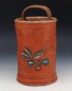 Dekorert nevereske med bl.a. fugl, 1800 t. H: 23 cm. Uoriginalt lokk. Prisantydning: ( 1000 - 1200) Solgt for: 1200