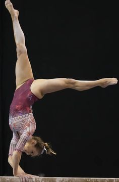 18 Amazing Pictures Of Gymnasts Taken At Just the Right Time updated 2019 Gymnastics World, Gymnastics Posters, Gymnastics Videos, Gymnastics Pictures, Artistic Gymnastics, Flexibility Dance, Gymnastics Flexibility, Acrobatic Gymnastics, Olympic Gymnastics