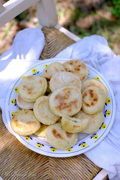 Un dejeuner de soleil: Pain marocain cuit à la poêle (Batbout)