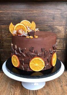 Chocolate Orange & Whiskey Cake Chocolate Birthday Cake Decoration, Chocolate Birthday Cakes, Tea Cakes, Cupcake Cakes, Whiskey Cake, Sweetie Cake, Sweetie Birthday Cake, Chocolate Orange, Chocolate Sponge Cake