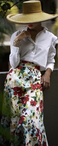 This outfit just looks like fun Lagerfeld, Floral Fashion, Color Fashion, Looks Vintage, Trends 2018, Hats For Women, Chiffon, Feminine, Glamour