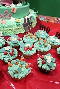 Masha & the bear sweet table - cupcakes