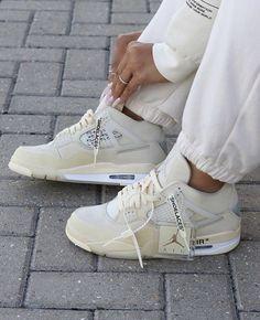 Dr Shoes, Cute Nike Shoes, Swag Shoes, Cute Sneakers, Nike Air Shoes, Hype Shoes, Shoes Sneakers, Shoes Jordans, White Jordans