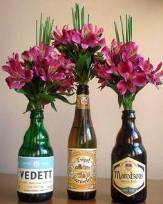Garrafas de cerveja com flores                                                                                                                                                                                 Mais