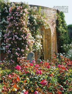 On the blog! gilt gate + roses via AD Germany
