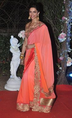 Combine peach saree with zari embroidered border and you have just the look sported here by Deepika Padukone Deepika In Saree, Deepika Padukone Saree, Shraddha Kapoor, Indian Dresses, Indian Outfits, Monsoon Wedding, Peach Saree, Second Wedding Dresses, Bollywood Wedding
