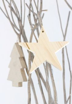 simple decorations for Christmas Swedish Christmas, Natural Christmas, Christmas Wood, Scandinavian Christmas, All Things Christmas, White Christmas, Christmas Is Coming, Christmas Holidays, Christmas Crafts
