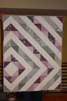 Shiner's view ...: A baby girl's quilt.  Change the colors and voila= a linear boy/QOV quilt.