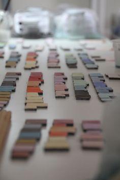 Continua sperimentazione e ricerca per trovare nuove formule per palette di colori sempre alla moda!