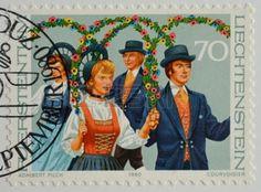 danse folklorique: LIECHTENSTEIN - CIRCA 1980 timbre imprimé au Liechtenstein montre groupe de danse folklorique à Schellenberg, circa 1980