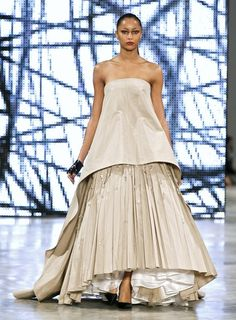 Stéphane Rolland at Couture Spring 2009 Stephane Rolland, Strapless Dress Formal, Formal Dresses, French Fashion Designers, Designer Wear, Runway, Sequins, Spring Summer, Collection